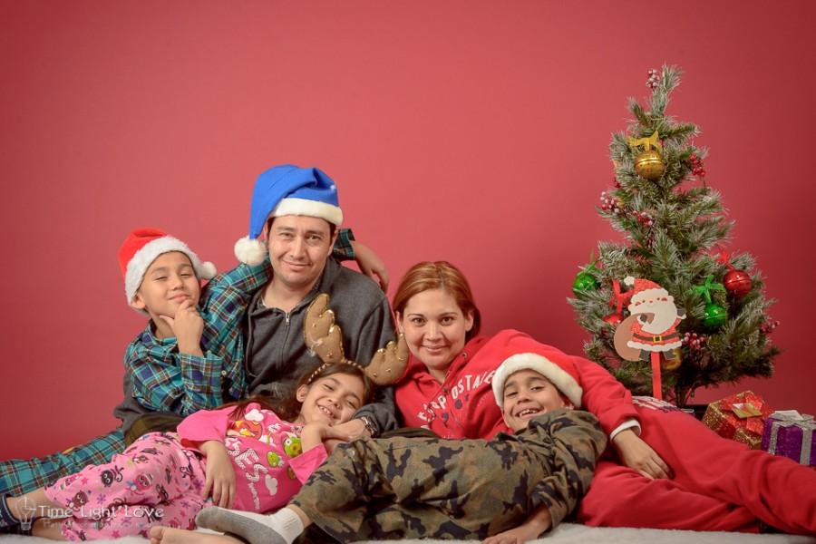 sesion-navideña-familia-sanchez-hermandez-Victor-Sanchez-Time-Light-Love-16-de-23-900x600